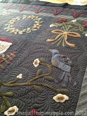 Linda Hrcka is a fabulous longarm quilter. THE QUILTED PINEAPPLE: Merry Christmas Quilt