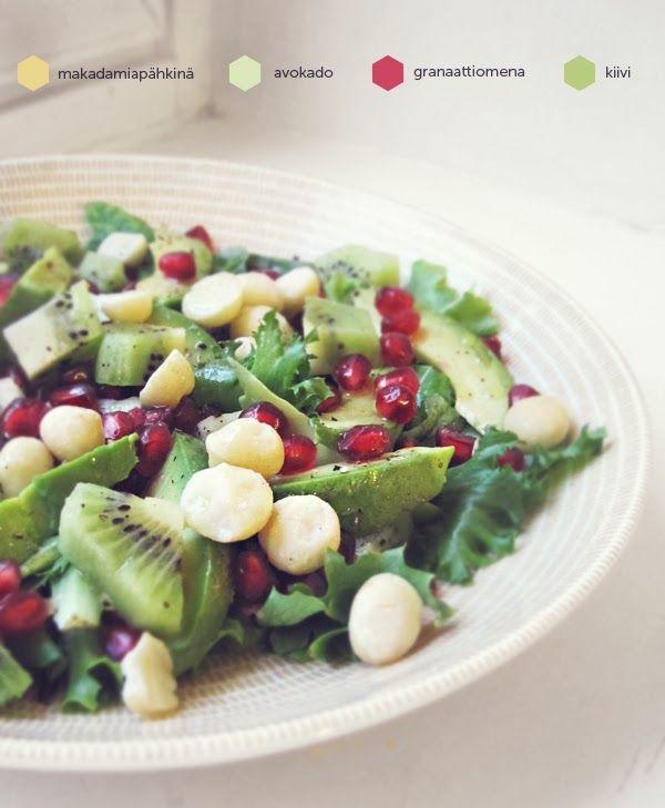 Syötävän hyvä: PALJON KAIKKEA ELI AVOKADO-MAKADAMIA-KIIVI-GRANAATTIOMENA -SALAATTI