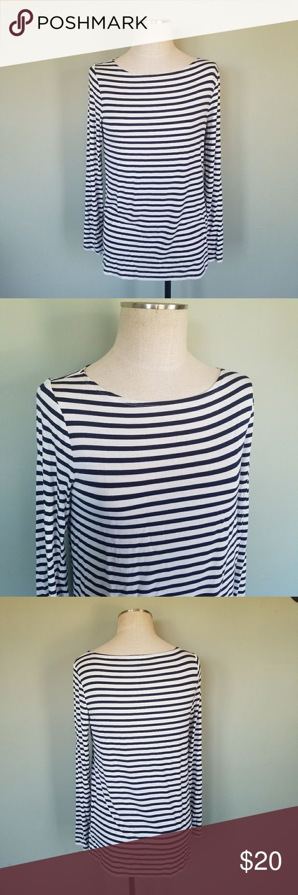 Gap Luxe Stripe Long Sleeve Shirt Navy GAP. Women's Medium. Relaxed fit. Luxe luxueux. Luxury line. Lightweight comfortable fabric. Color- Navy Blue / White  Long sleeve top. Nautical style stripes.  Excellent condition. *Red Hudson Jeans (size 25) also available in my closet. GAP Tops Blouses