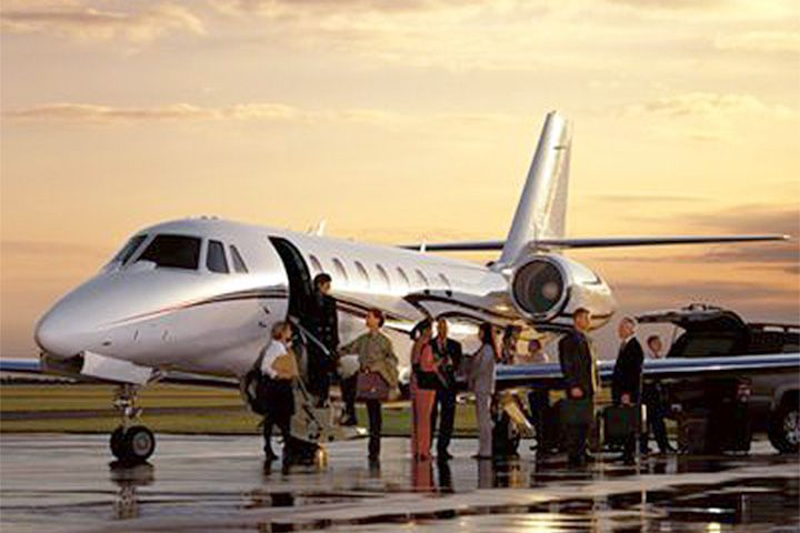 Traveling with a large group? No worries. Privé Jets has the perfect aircraft to fit all of your jet charter needs. #privatejet #grouptravel #aircharter