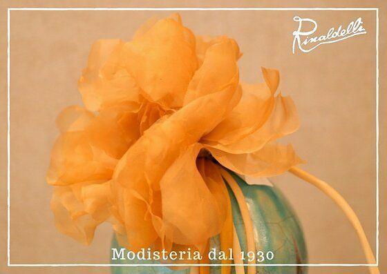 Come un quadro... Fiore handmade in organza in seta pura di una stupenda tonalità di giallo! Cerimonie 2017  #artigianato #madeinitaly #moda #fashion #style #stile #instalike #instalife #instamoment #l4l #like4like #likeforlike #wedding #bride #sposa #spose #veletta #matrimonio #wedding #silk #seta #flower #fiore
