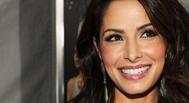 Sarah Shahi To Co-Host Super Bowl's Greatest Commercials 2014