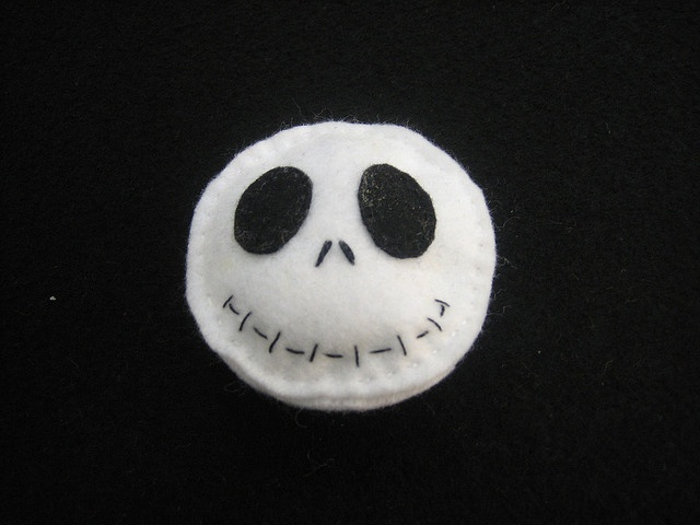 *FELT ~ Broche de fieltro en blanco y negro by cascabelesrojos, via Flickr