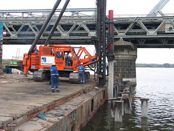 Mosty przez Odrę i Regalicę, Szczecin. Pale prefabrykowane, ścianki szczelne.