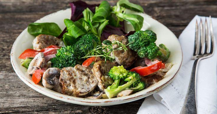 Rask favorittrett som er lettvint å lage! Kjøp ferdige kjøttkaker hos MENY eller lag enkelt hjemmelagde. En oppskrift på kjøttkaker som du kan variere etter egne ønsker.