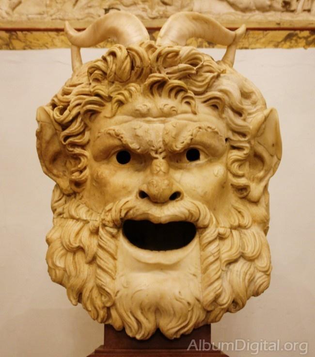 Mascara romana en terracota
