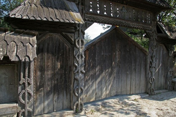 gate (Maramures area, Romania)