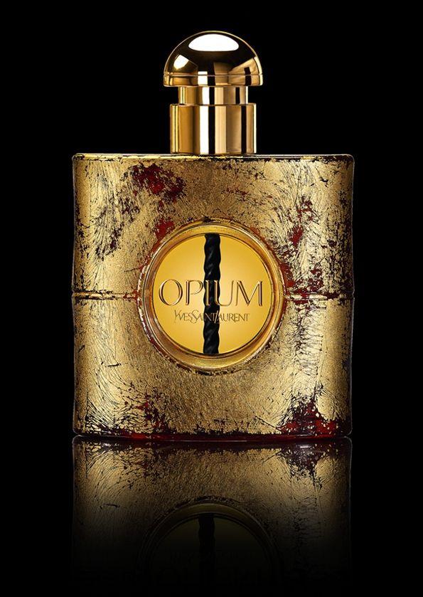 flacons d'exception... le moment idéal pour la branche beauté de la maison Yves Saint Laurent de couvrir d'or son parfum Opium...