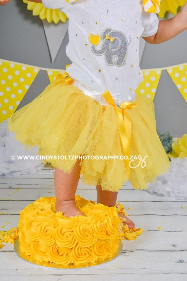 Prepare for some cuteness overload!! I am totally in love with this theme. Yellow and Grey Elephant Baby. Noa is simply gorgeous! Enjoy the Sneak peek Janine :D Gorgeous elephantoutfit by Subella …