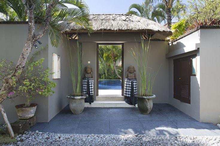 http://prestigebalivillas.com/bali_villas/villa_jemma/2/ Entrance to Villa Jemma, Seminyak, Bali