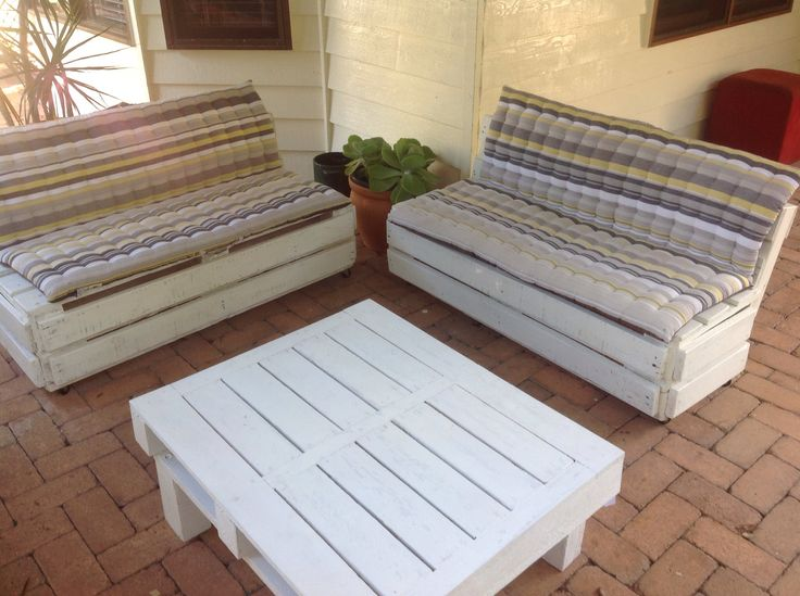Pallet wood outdoor setting made by Touchwood Creations