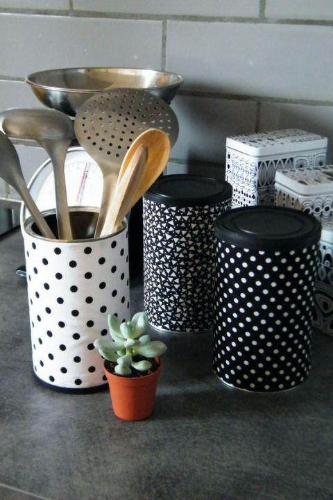 des boites de conserve réutilisées à la cuisine