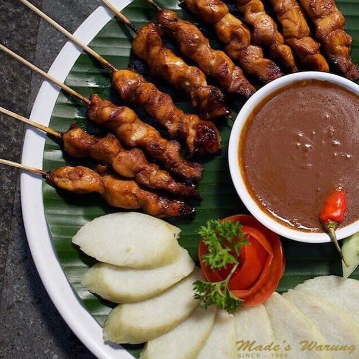 Time to try our chicken satay  Call (0361) 732 130 to make a booking or visit www.madeswarung.com  #madeswarung  __________________________________________  #foodies #lunch #food #wheninbali #nasicampur #buzzfeast #baliisland #kulinerbali #balibagus #bali #history #nasicampur #spices #pizza #japanese #streetfood #comfortfood #cuisine