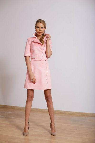 Женский розовый костюм из замши