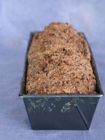 Lav dit eget velsmagende og sunde rugbrød. Nem og god opskrift på groft rugbrød.