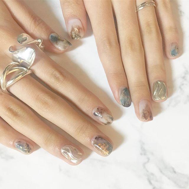 . . new self nail ☺︎ . . . #selfnail #newnails #nails #nailart #ring #silverring #セルフネイル #セルフネイル部 #ネイル #ジェルネイル #gelnail #ニュアンスネイル #大理石ネイル #ネイルアート #ミラーネイル #mery #シルバーリング #リング #指輪 #
