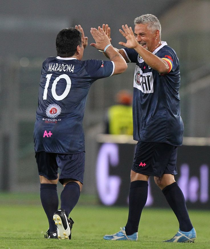 Maradona and Roberto Baggio (2014)