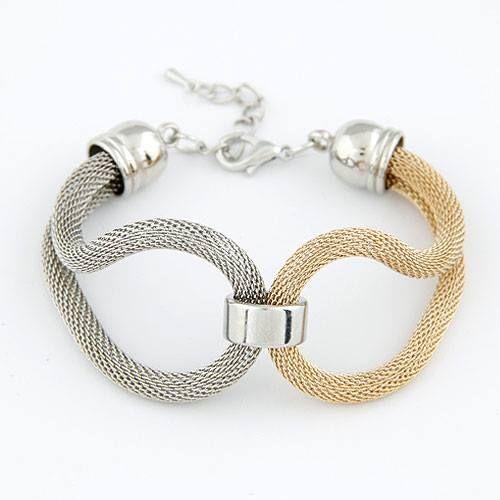Pulsera - brazalete fashion  Pulsera de moda con cadena plateada y dorada.
