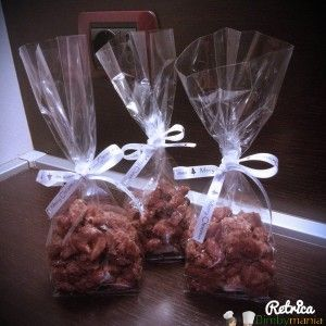Mandorle caramellate Bimby con videoricetta | http://www.bimbymania.com/2015/12/mandorle-caramellate-bimby-2/