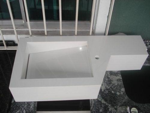 lavatório em mármore branco prime com cuba esculpida novo