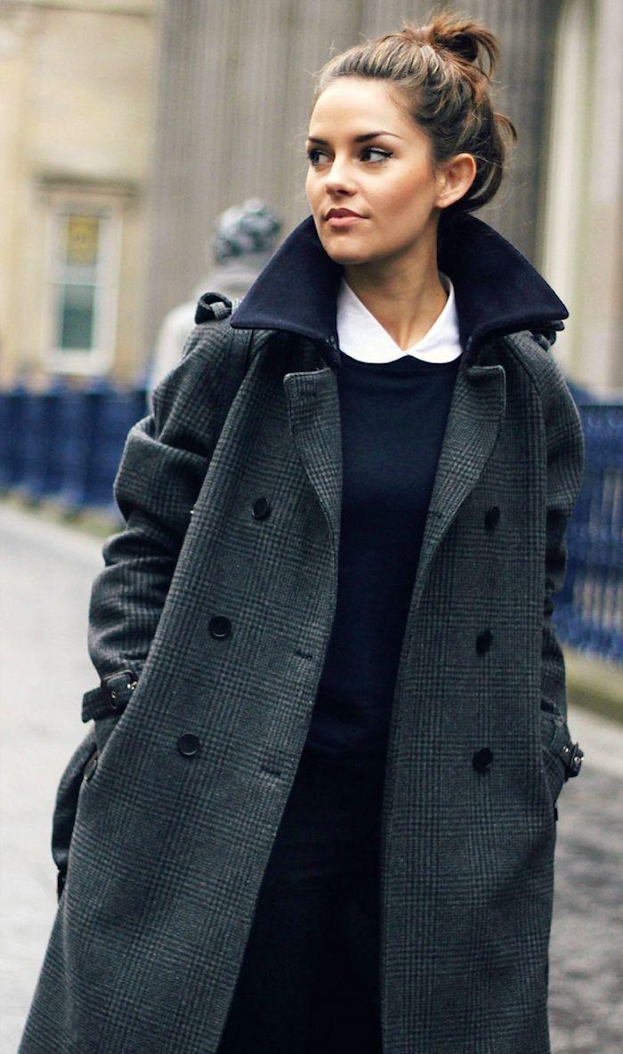 White collar  Classic Checked coat.