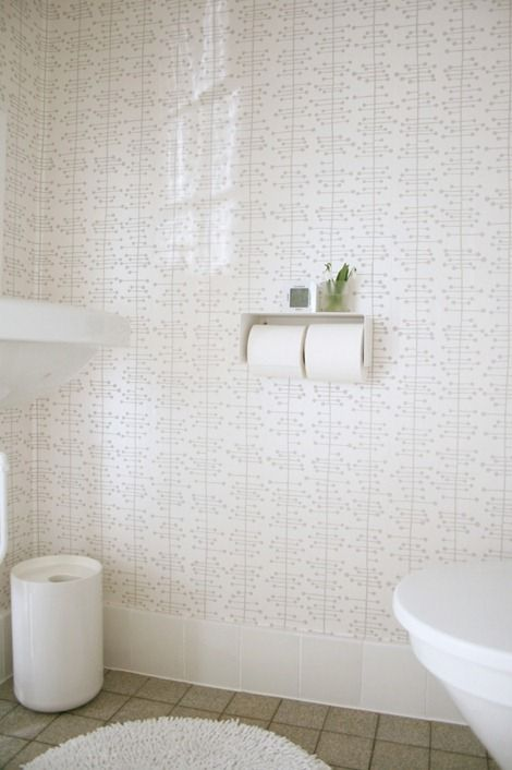 Pretty wallpapered powder room (Muscat Small wallpaper from Missprint.co.uk | room by Benita Larsson)