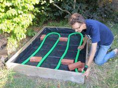 J'ai intégré une réserve d'eau à mon potager en carré • PotagerDurable.com