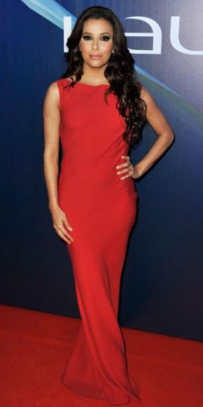 EVA LONGORIA    La actriz Eva Longoria dejó su marca de buen gusto en la alfombra de los Premio Laureus del Deporte Internacional, en Rio de Janeiro, con un traje rojo de la colección Primavera 2013 de John Galiano.