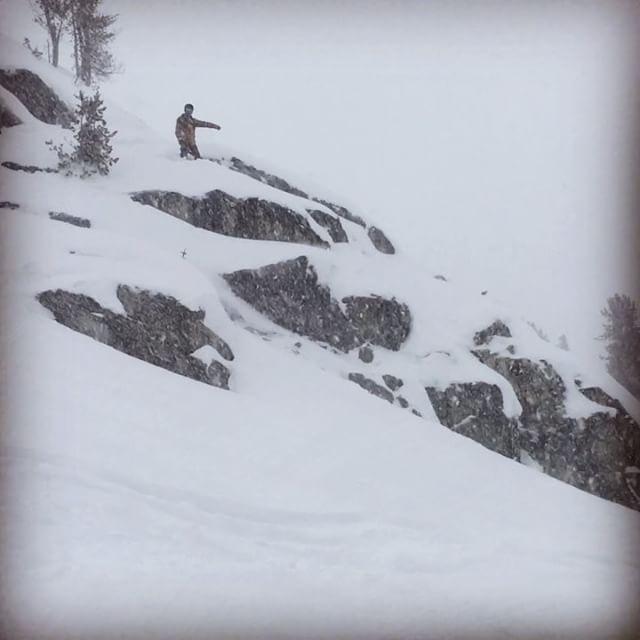 13cm pow day on #Blackcomb #whistlerblackcomb #snbdojowiz #whistler #snowboarding #cliff #スノーボード #パウダー #ウィスラー #クリフ