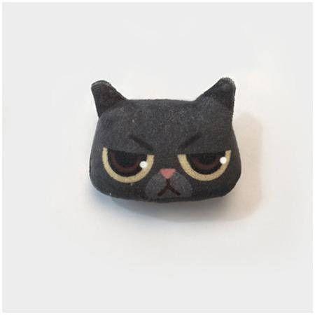 Broche motif chat noiren volumebroche mignon et unique idée