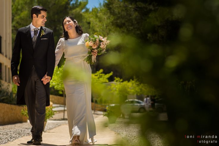 Llegada de los novios a su banquete de bodas en Hotel Finca Ronesa en la Sierra Maigmó de Alicante
