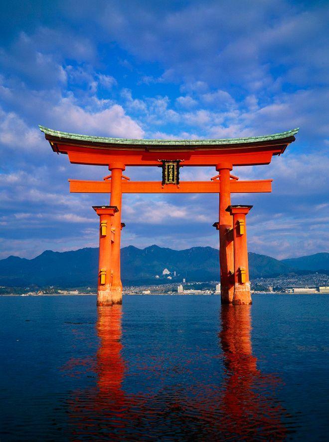 Tori flotante en la isla de Miyajima.