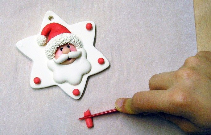 Tutorial Xmas ornament - German picture tute.  interesting way to make Santa. #Polymer #Clay #Tutorials