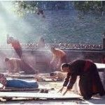 De Vijf Tibetanen zijn oefeningen die beloven je jeugdigheid te behouden wanneer je ze dagelijks uitvoert. Mooi meegenomen als dat zo is, maar ik doe ze vooral omdat het een lekker begin van de dag is. De energie giert door je lijf en je wordt/blijft er sterk en soepel van! Wat is dat met die …