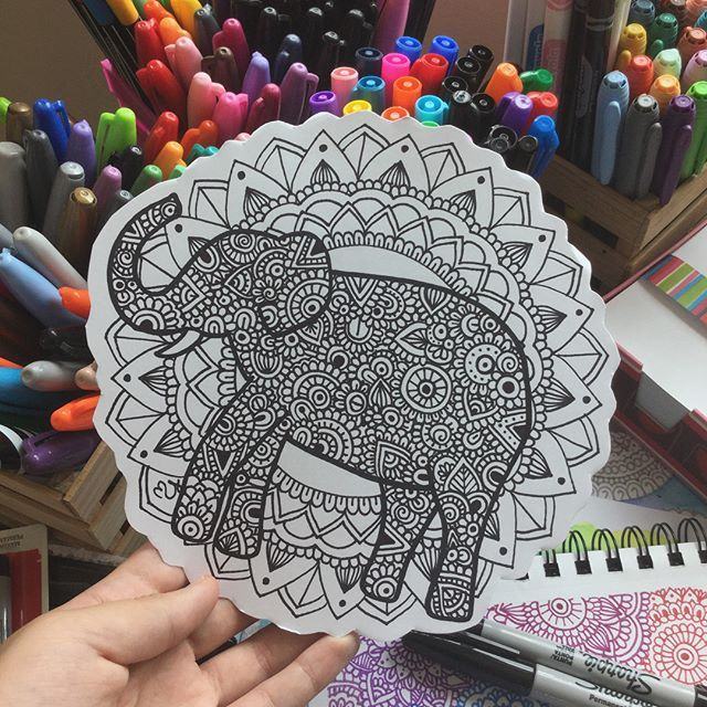 Uno totalmente inspirado en @danielahoyos♥️ ¿Que les parece? ¿Les gustaría verlo a color?  #sharpie #sketch #colors #elefantes #art #inspired #colores #blackandwhite #mandala #mandalaflower #mandaladaily #mandalaflower #mandalaart #mandalaartist #zentangleteam #zentangleteam✨ #zentanglecondani #zentanglekiwi #zentangleconcolor #zentangleconmigo