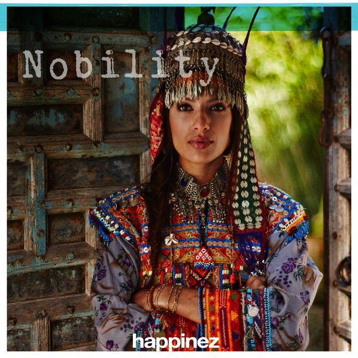 Edelmoedigheid is: het goede in de ander willen zien. Houd je verre van bekrompenheid, roddel en achterklap. Zeur niet over fouten en tekortkomingen van anderen. Wees vriendelijk en respectvol, stimuleer anderen en uit je waardering voor wat ze doen. En jij zelf? Je bent adellijk als je het goede voorleeft. Kun je deze week het goede voorleven? Of het in de ander zien, te allen tijde?  www.happinez.nl/18itys #18itys #nobility