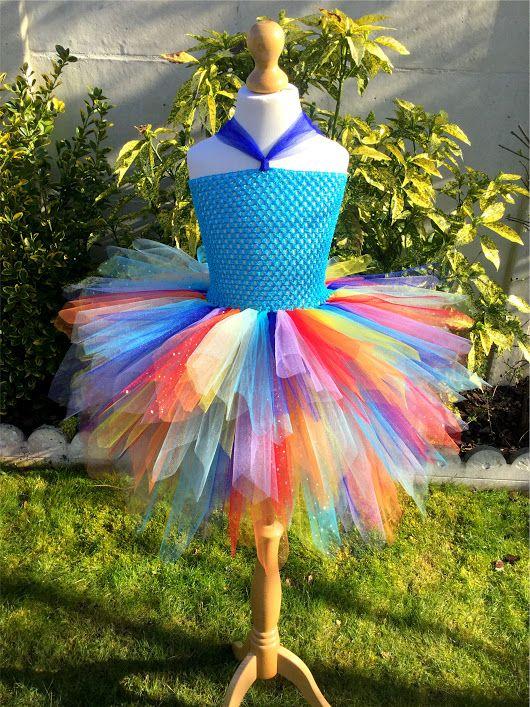 """Création du jour! La robe """"Etincelle"""" aux couleurs de l'arc-en-ciel! 🌈 http://www.anniversaire-en-or.com/boutique/robes-de-princesse/ #robe #tutu #tutudress #princesse #couleur #color #coloring #surmesure #handmade #faitmain #photo #photooftheday #picture #picoftheday #shooting #arcenciel #madeinfrance #france #mode #style #fashion #fille #girl"""