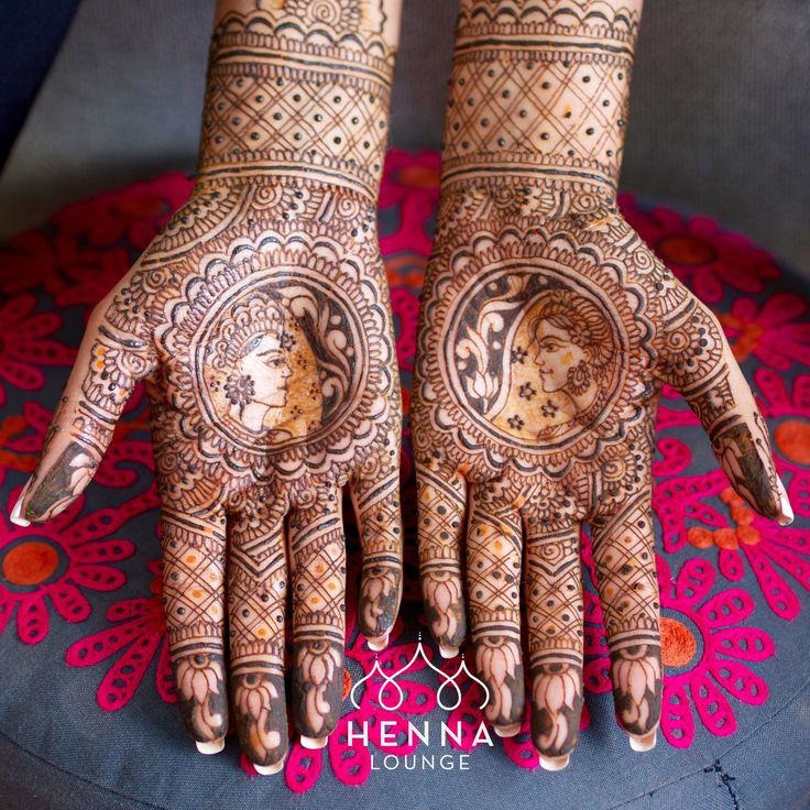 Last year around this time I did this bride-n-groom design just before heading to Mexico for some Valentine's Day destination weddings. #dulhadulhan #bridaldreams #hennainspire #henna #mehndi #gorimehndiwali #mehndicancunmexico #mehndidestinationwedding #mehndimexico #mehndirivieramaya #organichennamexico #hennalounge #hennaguru
