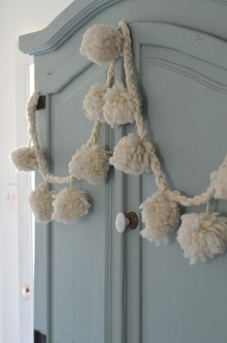poms: Decor, Flower Garlands Pend, Crafts Do, Natural Colors, Favorite Color, Crochet, Pom Pom Garlands, Bright Colors, Colorado Cottages
