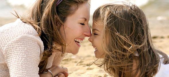 Μηπώς ξεχνάτε να πείτε στα αγαπημένα σας πρόσωπα πόσο σημαντικά είναι για 'σας; Μια μαμά έγραψε 50 μηνύματα αγάπης και τρυφερές συμβουλές προς την κόρη της!