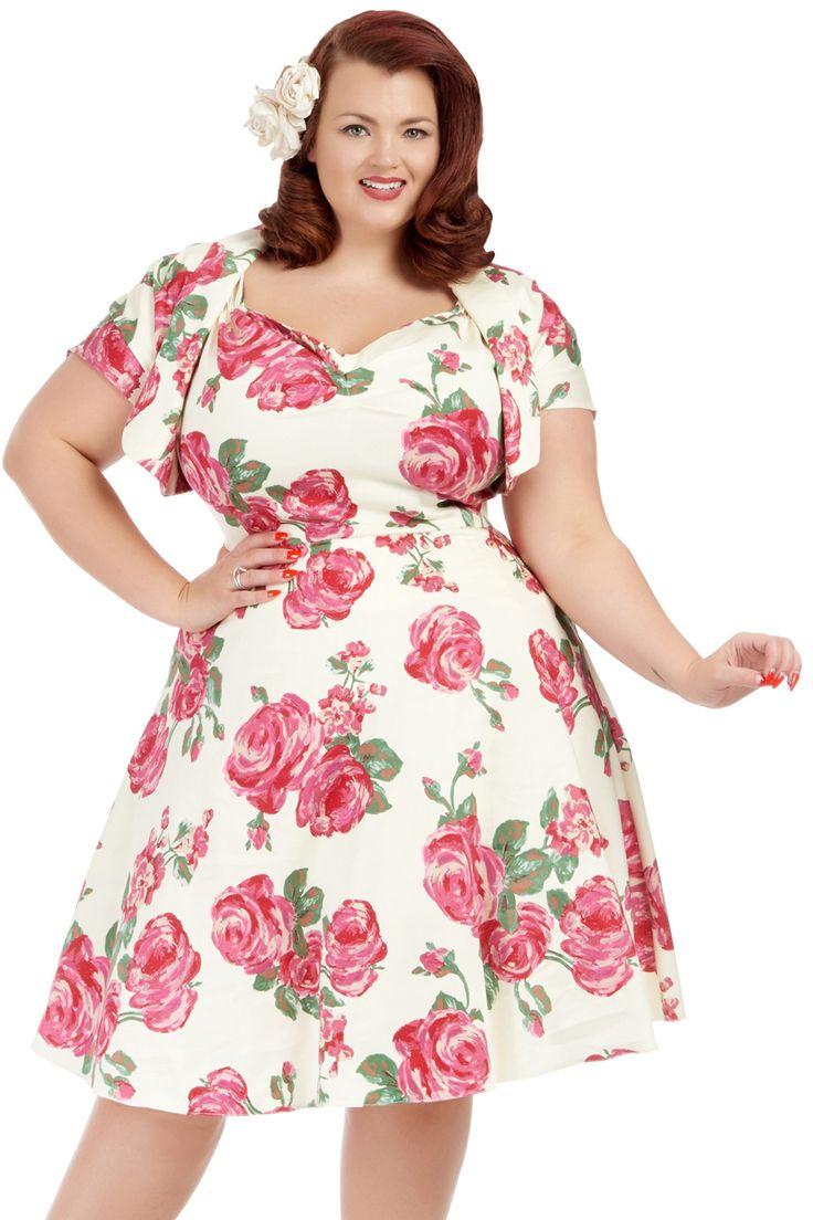 Retro šaty s bolerem Lady V London Sweetheart Pink Rose on Cream Retro šaty ve stylu 50. let pro plnoštíhlé dámy. Krásný set z londýnské módní dílny, který využijete v hezké letní dny, na svatby, večírky či zahradní slavnosti. Nádherný motiv růží na světlém podkladu ve vanilkovém odstínu. Příjemný pružný materiál (97% bavlna, 3% elastan), pohodlný střih s širšími ramínky a nařaseným výstřihem, příjemně projmuté v pase (nepřidávají objem), zapínání na zip v zadní části. Šaty jsou doplněné…