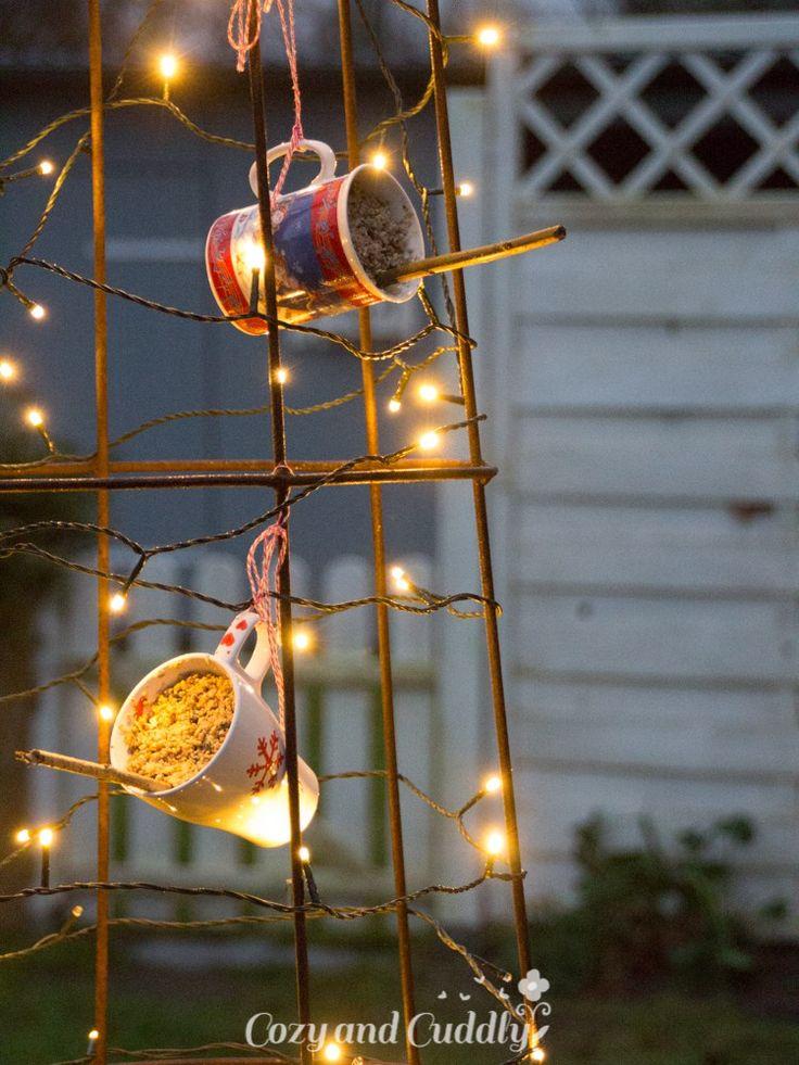 Advent: Vogelfutterstation aus Weinachtstassen, cozy and cuddly Adventskalender