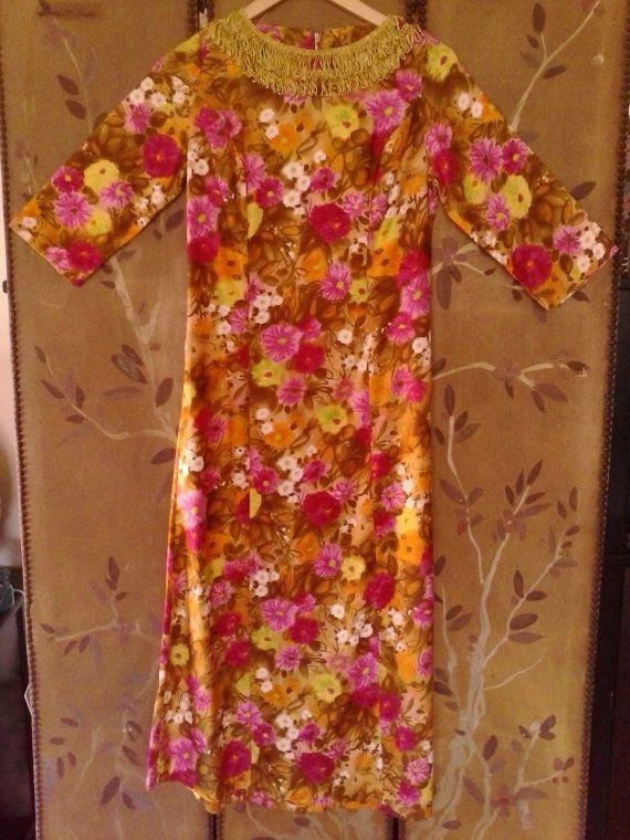 60er Jahre Sateen Flower-Power-Kleid mit Gold von Wotsnewpussycat