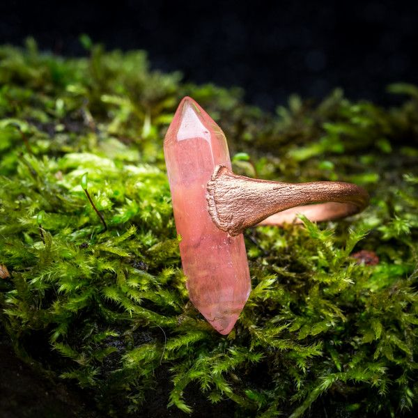 Rozenkwarts - ring met rozenquartz dubbelpunter - electroformed copper jewelry