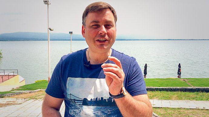 Направляясь во Вроцлав, Польша, где будет проходить мой мастер-класс РАЗБУДИ В СЕБЕ ГЕНИЯ™ и БИЗНЕС-ЗАВТРАК с Николаем Латанским, мы сделали остановку в Словакии. Но сегодня я хочу поговорить не о Словакии и Польше, а о еде.  ЗДОРОВАЯ ЕДА  Вы наверняка знаете, что чуть меньше года назад я стал сыроедом, а до этого был  вегетарианцем. В разговорах о питании я часто слышу аргумент в защиту нездоровой еды: «Но ведь так питались наши предки!» Хороший ответ на это изложен в книге «Здоровье…