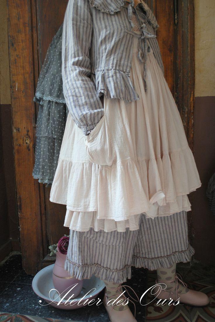 MLLE LOLA : Veste rayée Les Ours, tunique en crêpe de coton, pantalon Les Ours, chaussettes Les Ours, chaussures TRIPPEN - Atelier des Ours.