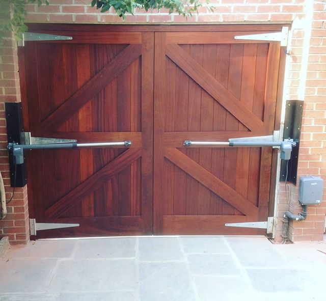 Quikoitalyautomation Quiko Electricgates Swinggatemotor Swinggateoperators Swing Gate Openers Ma Electric Gates Industrial House Electric Garage Doors