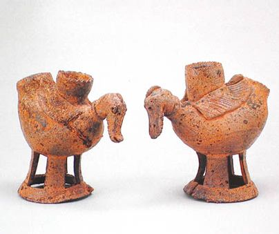 Excavated in Gyeongsang province, Gaya period, 5th-6th century,(left)H.23 (right)H.16.5 National Museum of Korea.