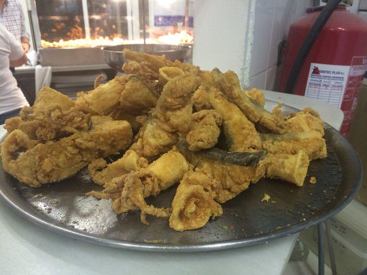 Bandeja de pescaito frito de Freiduría Puerta de la Carne http://www.telepescaito.es #Sevilla