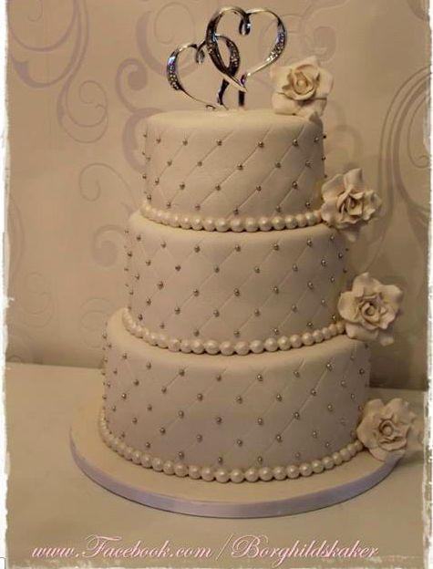 Wedding kake. Borghild´s kaker. Bryllupskake. roser. sølv hvit